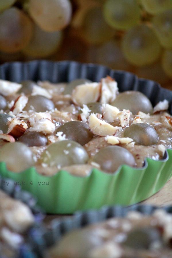 Tartelette (sans pâte) à la noisette et au raisin blanc