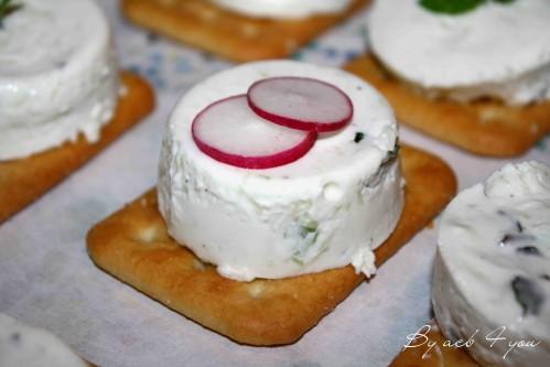 Crackers cheesecake au concombre et menthe