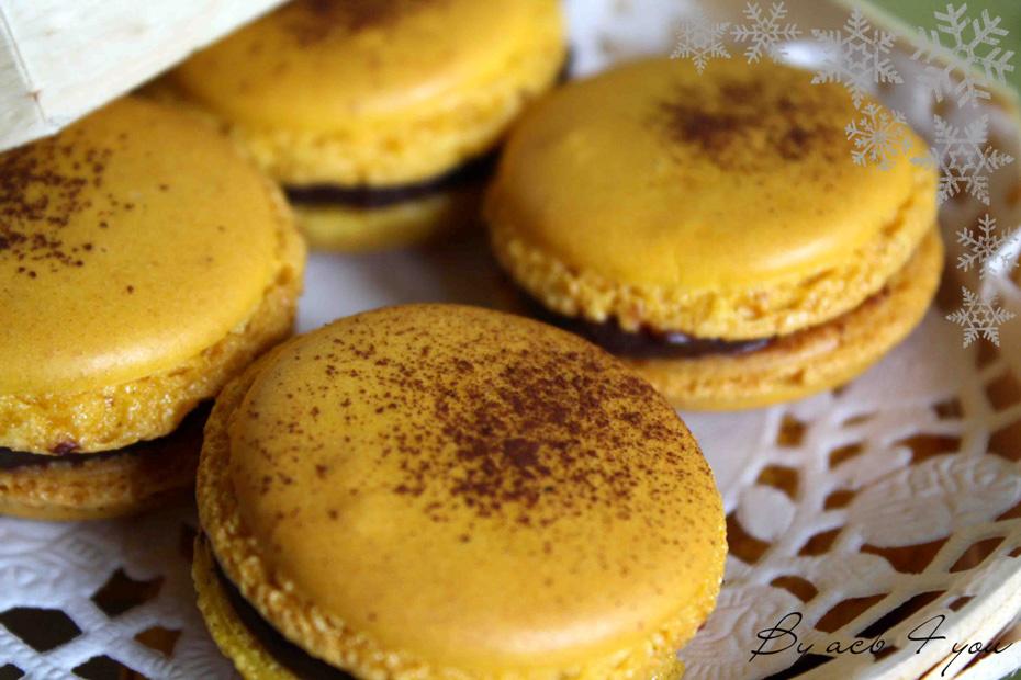 Macarons de Noël à l'orange, ganache chocolat noir aux 4 épices