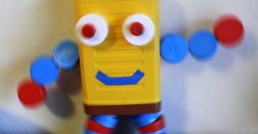 Les robots rigolos (recyclage de bouchons en plastique)