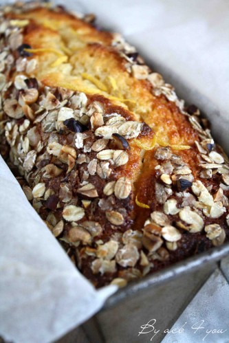 Cake moelleux à l'abricot et croustillant à l'avoine et noisette