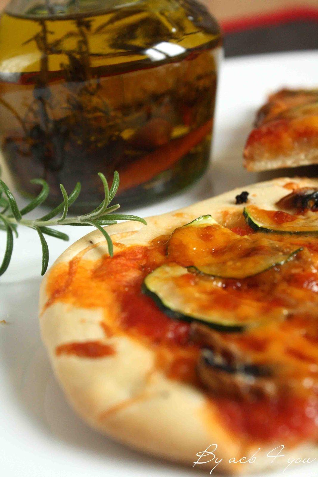Pizza végétarienne, pâte à pizza olive et romarin