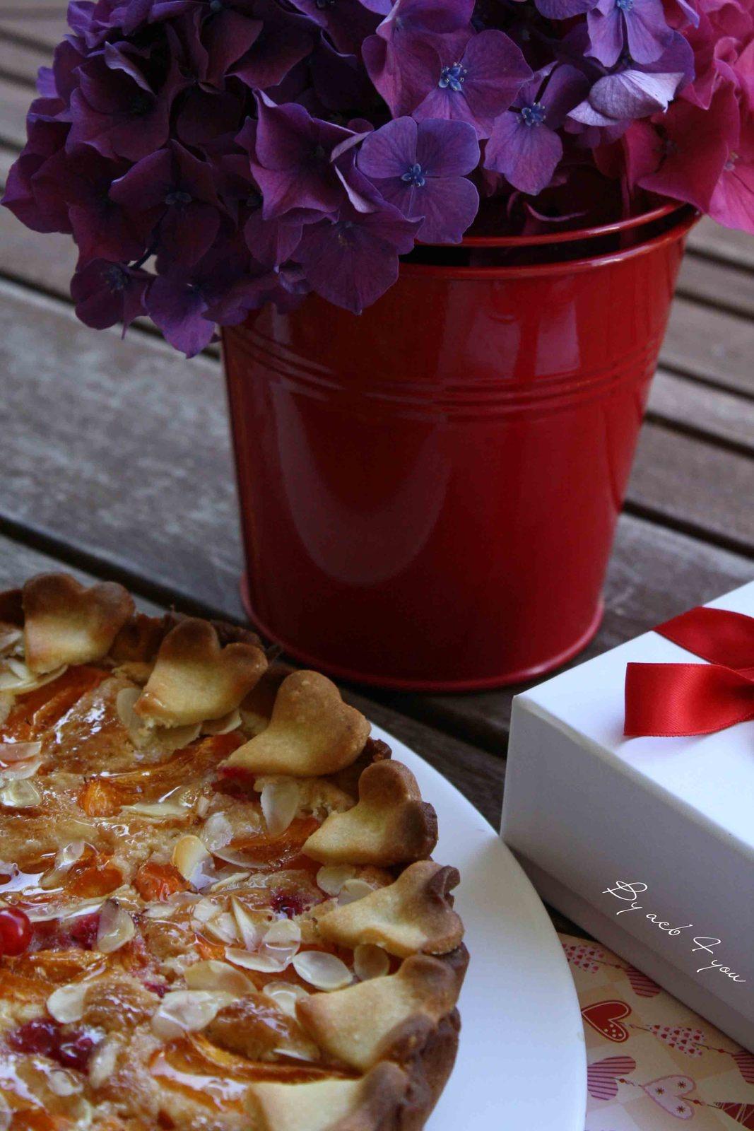 Tarte abricot et groseille sur crème d'amande
