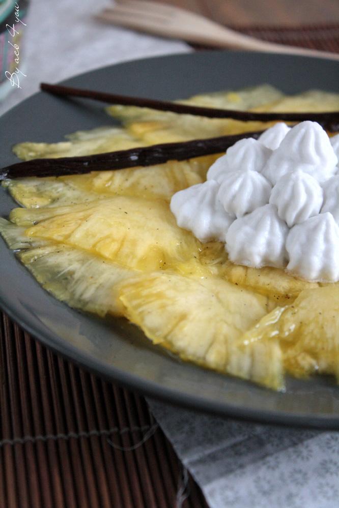 Carpaccio d'ananas à la vanille et chantilly coco