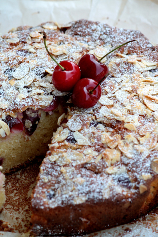 Gâteau au yaourt cerise et amande