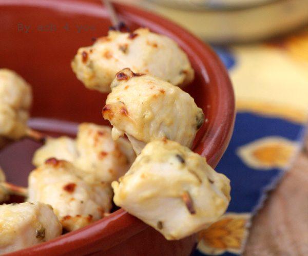Mini brochettes de poulet mariné à la moutarde thym et citron
