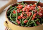 Salade de haricots verts, rougail de tomates au colombo