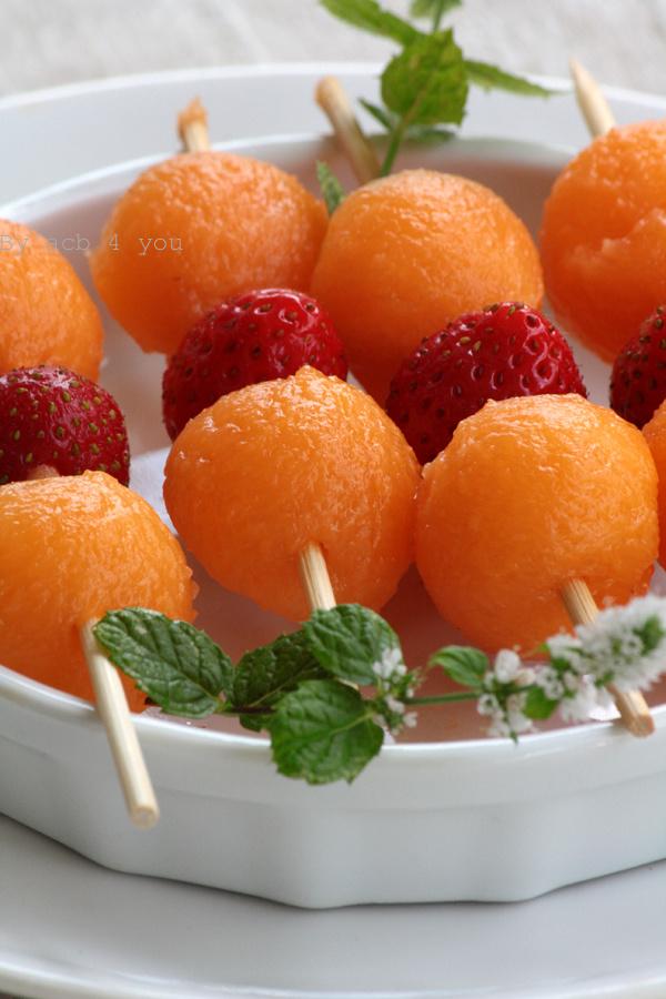Brochettes de melon et fraise {résultats du concours inside}