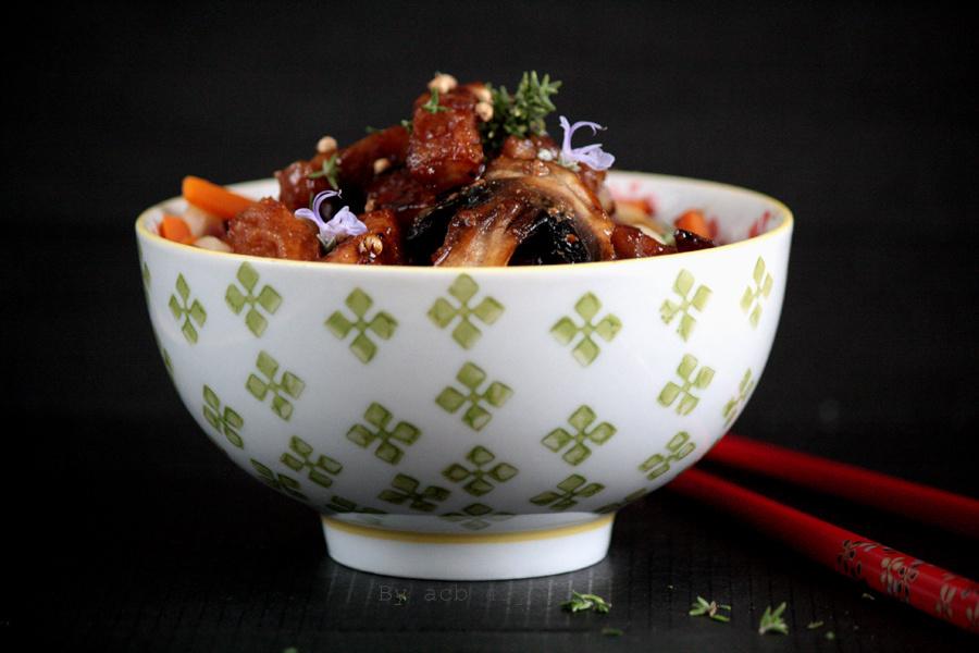 Udons sautés aux légumes et porc caramélisé au miel de thym