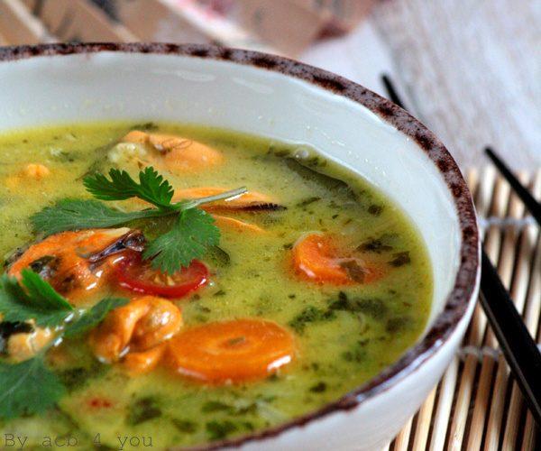 Soupe thaï aux moules de bouchot, coriandre et citronnelle