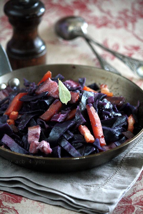 Chou rouge braisé au lard et aux carottes