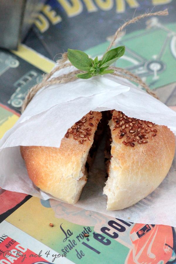 Mini buns au thon, basilic et mozzarella