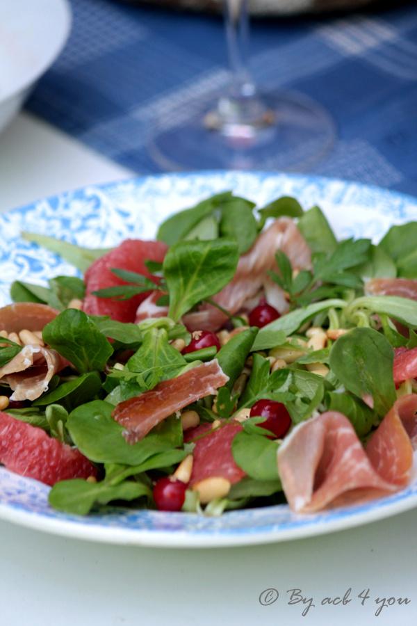 Salade de mâche au pamplemousse, groseille et jambon cru {concours inside}