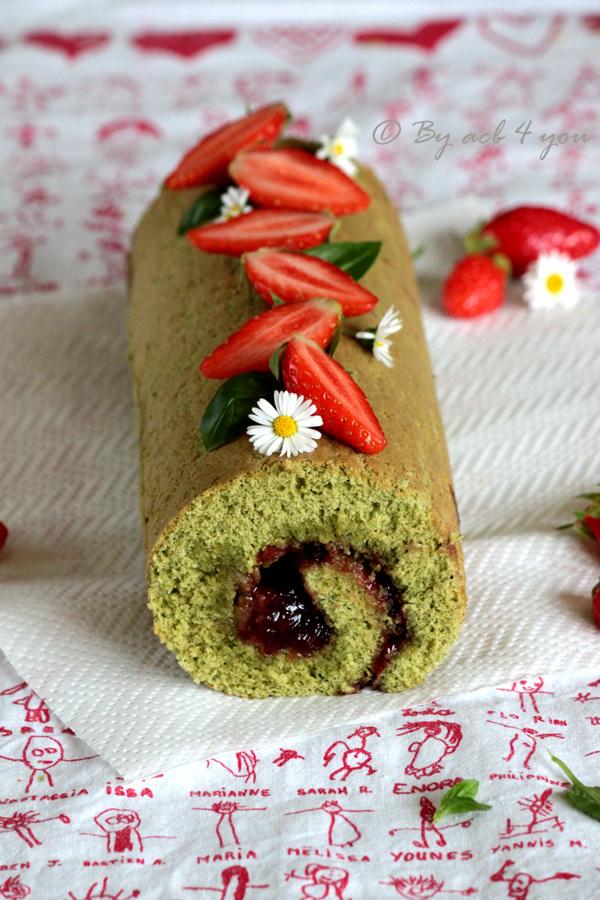 gâteau roulé au matcha et confiture de fraise