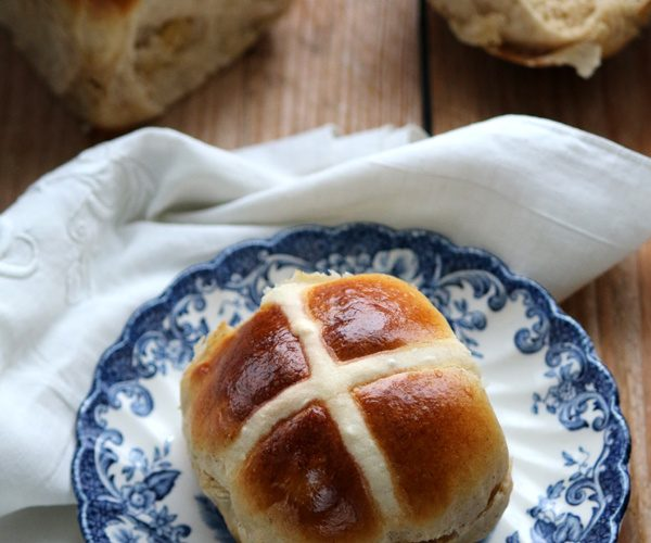 Hot cross buns, la brioche anglaise de Pâques