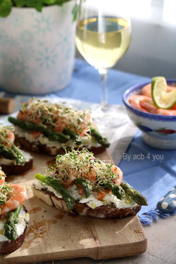 Tartine fraîcheur aux asperges et crevettes