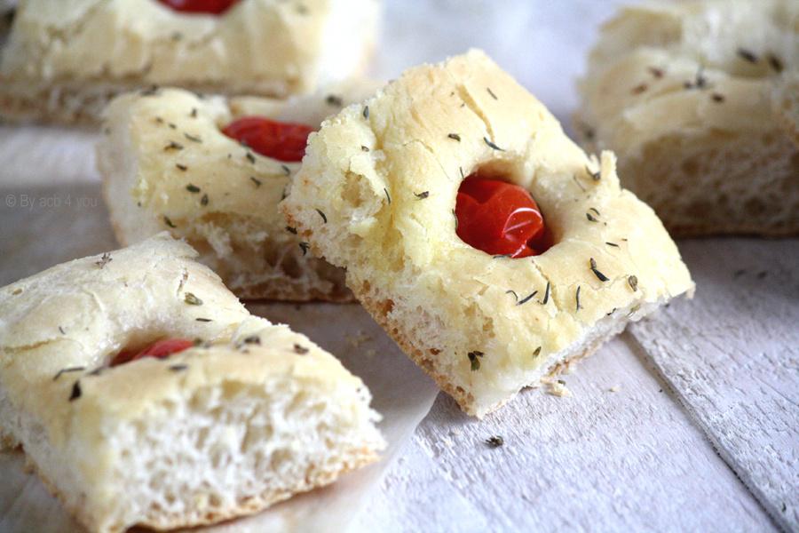 Focaccia tomate et mozzarella pour l'apéritif