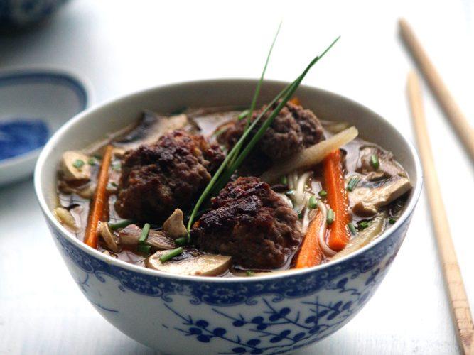 Soupe au Sômen et boulettes de bœuf cacahuète gingembre