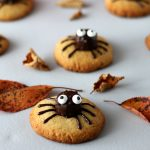 Cookies au beurre de cacahuète pour Halloween ou Spider cookies