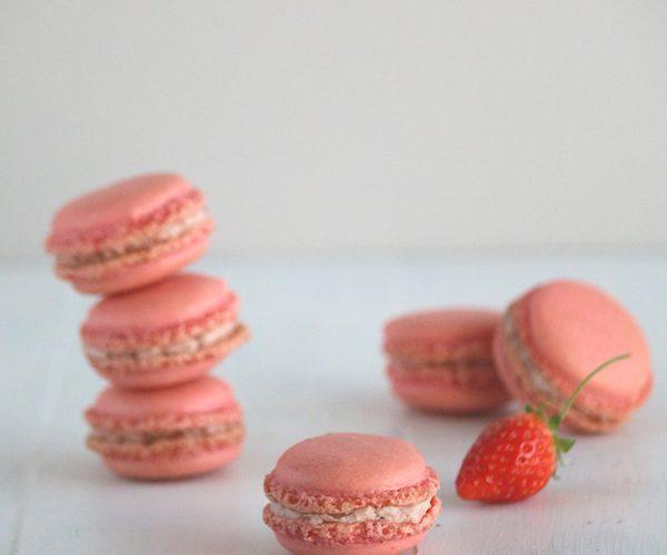 Macarons à la fraise pour un octobre rose