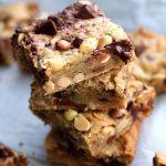 Cookies bars aux cacahuètes, chocolat et Smarties