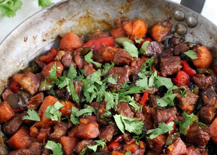 Porc caramélisé, poivrons et patates douces