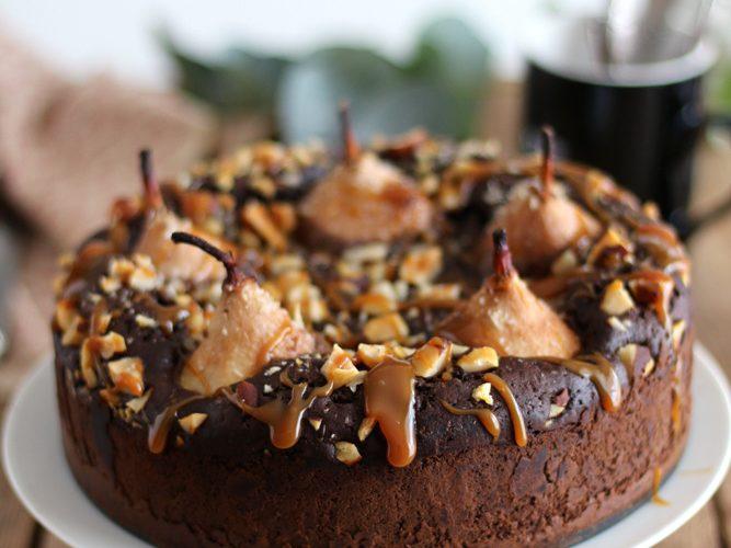 Gâteau au chocolat, poire et caramel