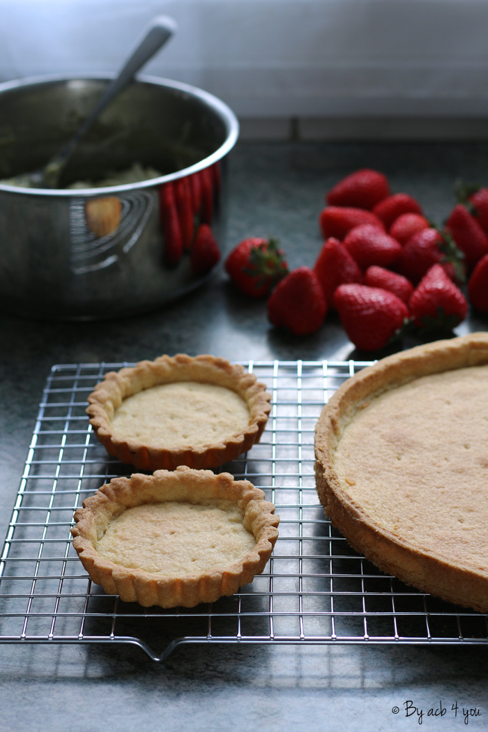 Tarte aux fraises, crème pâtissière au thé matcha et à la verveine