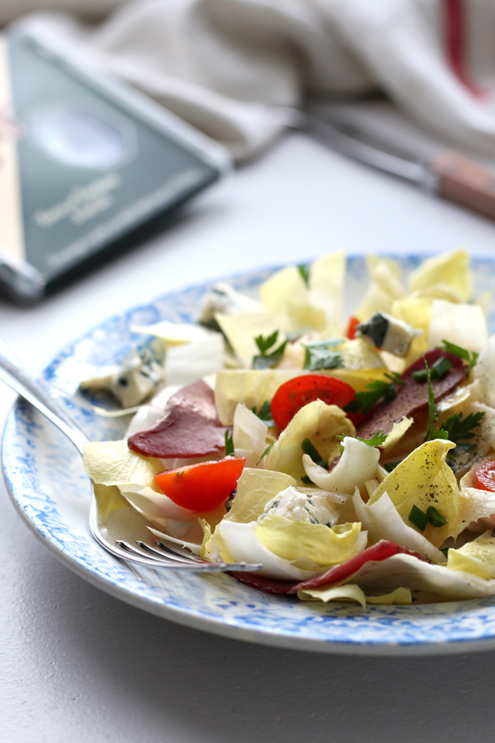 Salade d'endives au Saint-Agur et magret de canard séché