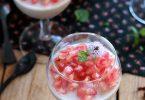 Panna cotta à l'hibiscus, coco et grenade pour un octobre rose