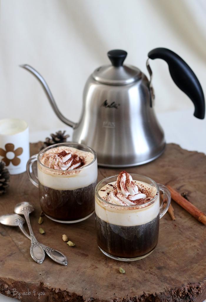 Café au lait à la cardamome