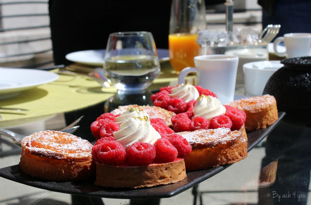 Tarte framboise avec confit de framboise, vinaigre de Reims à la framboise et gâteau basque abricot thym au vinaigre de cidre miel