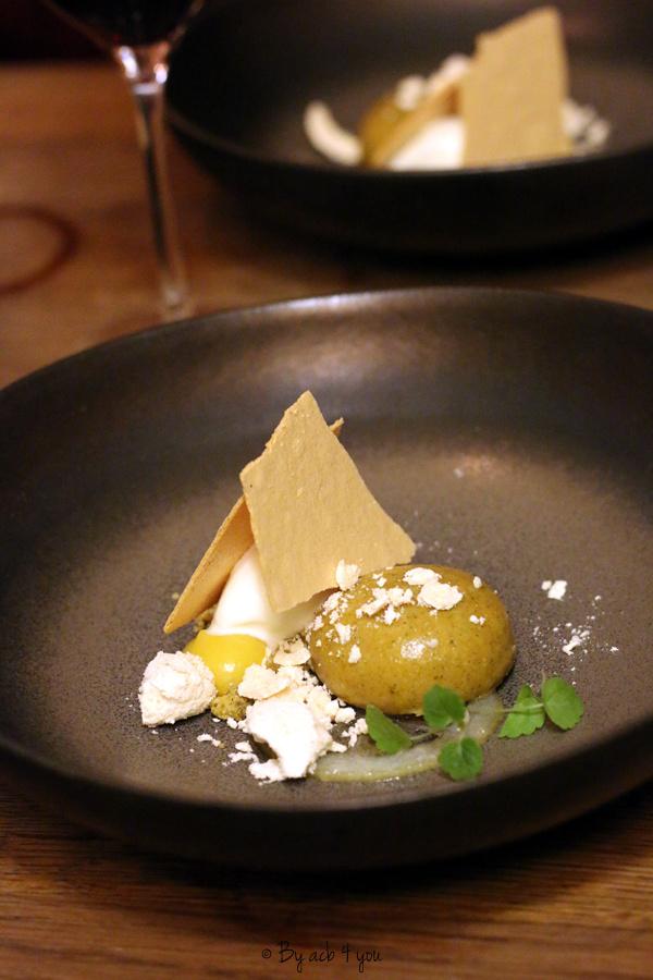 Yuzu curd, feuille de citron, shortbread et glace cardamome