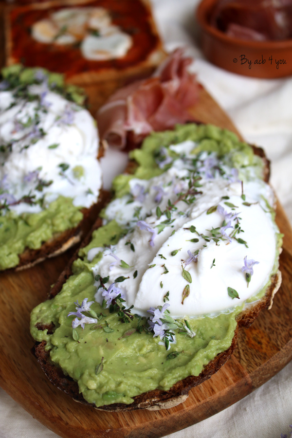 Avocado toast et burrata