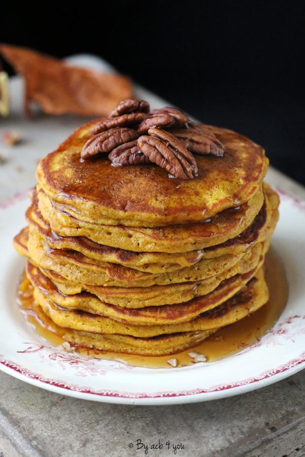 Pancakes au potimarron, noix de pécan et sirop d'érable