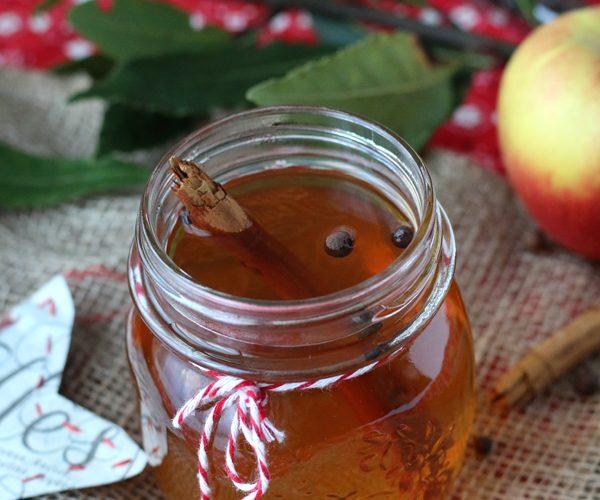 Jus de pomme chaud à la cannelle et poivre