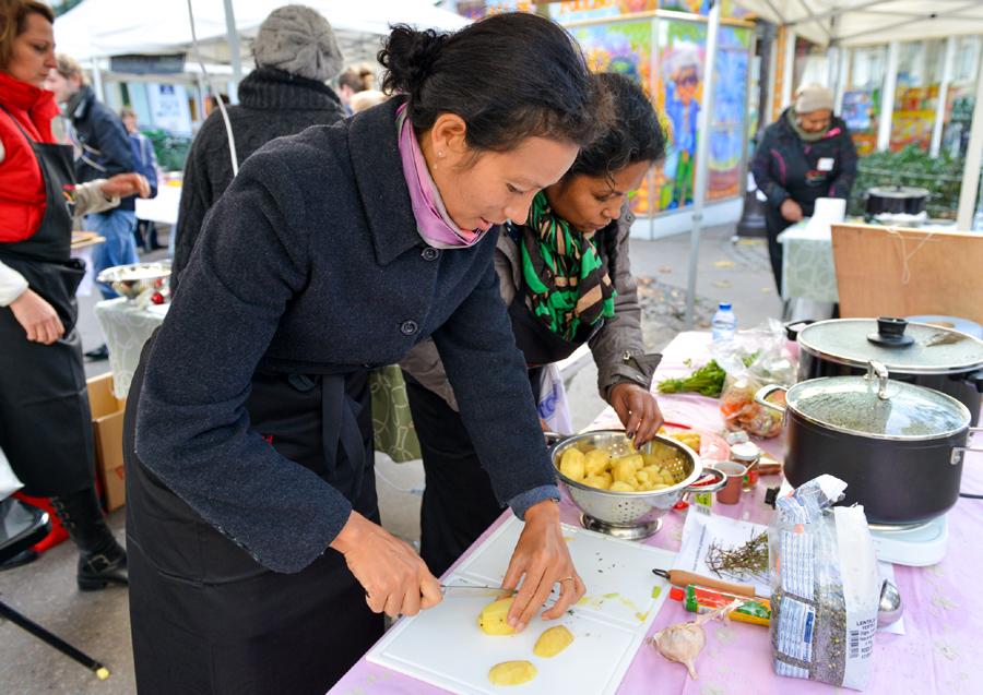 Velouté de chou fleur, curry et cacahuète