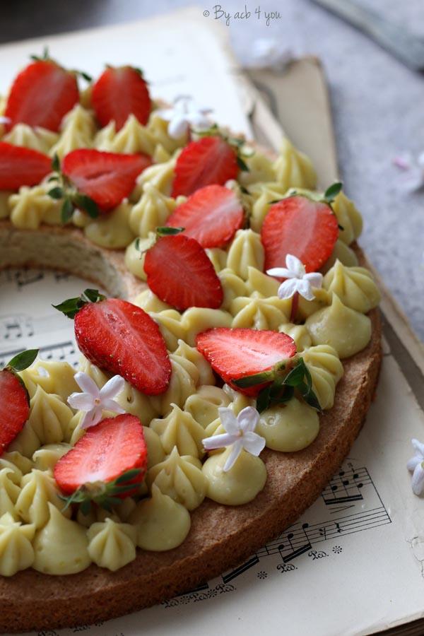 Couronne aux fraises et pistache