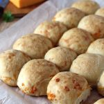 Petits pains moelleux au cheddar