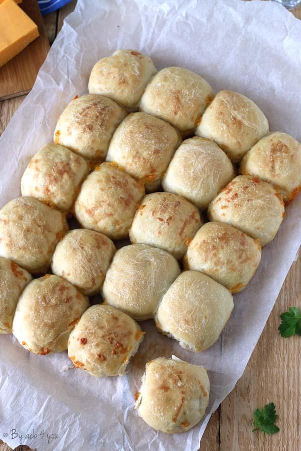 Petits pains au cheddar moelleux
