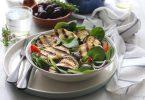 Salade du soleil, aubergines et halloumi grillé