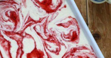 Variegato, glace marbrée à la vanille et coulis de fraise - sans sorbetière