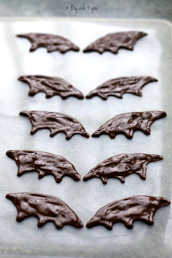Bat pop cakes