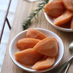Coings pochés et fève tonka