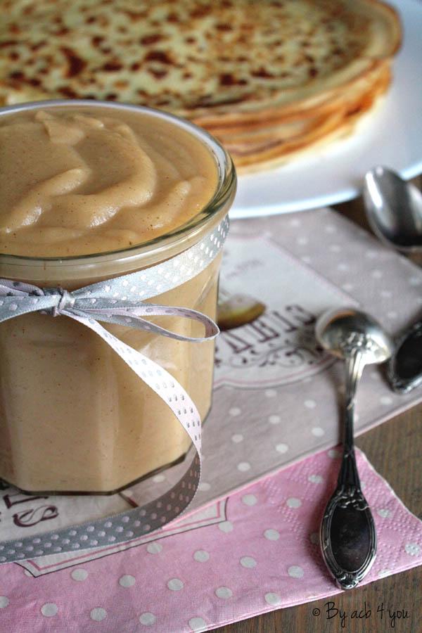 Gâteau de crêpes au beurre de pomme et caramel