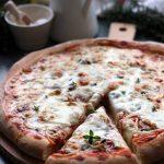 Pizza au thon, câpres et mozzarella
