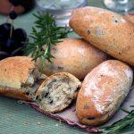 Petits pains aux olives et romarin