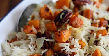 Riz sauté aux patates douces et noix de pécan rôties