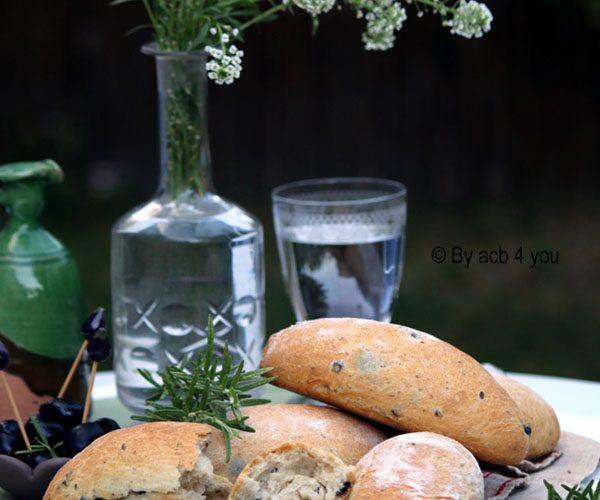 Petits pains aux olives et romarin pour l'apéro