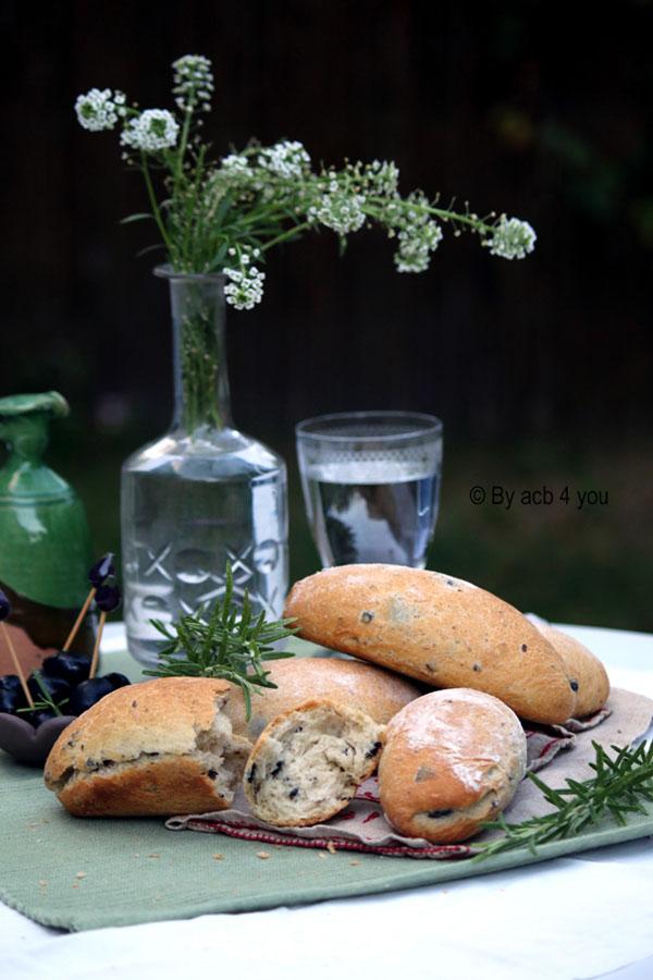 petits pains aux olives et au romarin